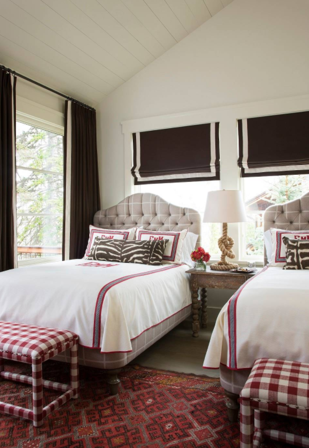 How to make your guest room look like a hotel suite for Pictures of beautiful guest bedrooms